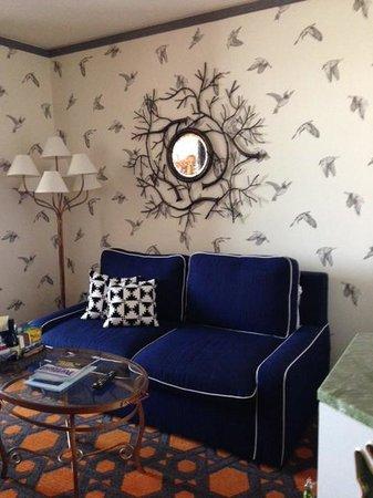 Kimpton Hotel Monaco Portland: Separate sitting area in the loving room