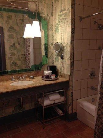 Kimpton Hotel Monaco Portland: Bathroom
