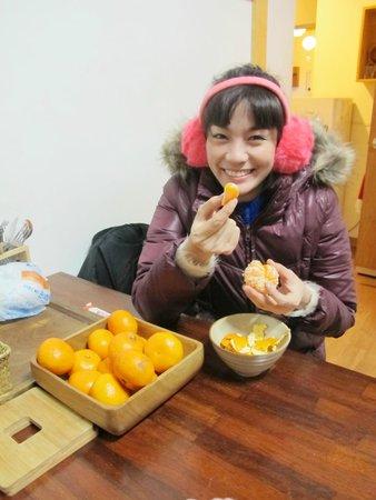 Bangrang Hostel: กินส้ม อุอุ อร่อย
