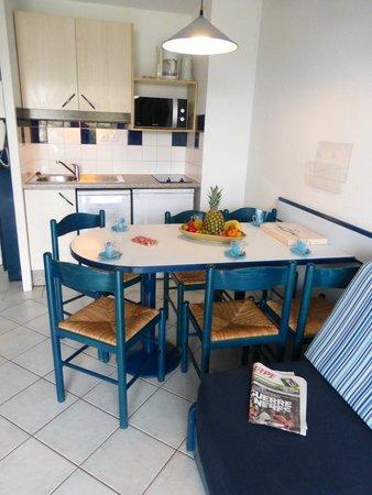 Résidence Mer & Golf Le Boucanier : Cuisine - salle à manger