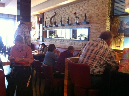 Steakhouse Ontario: Seating not too cramped