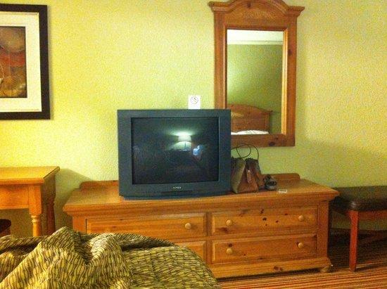 Days Inn Mattoon: Older TV