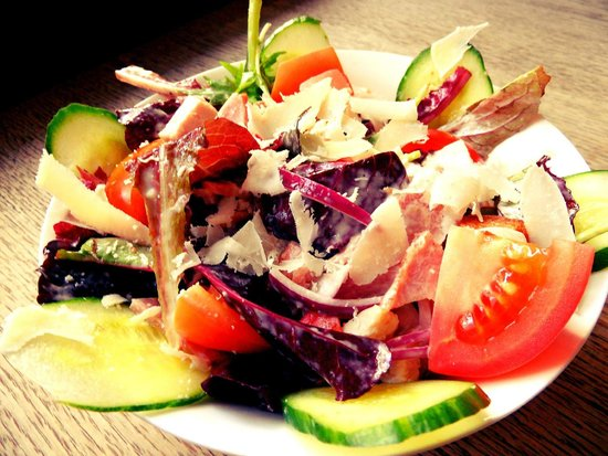 The Edinburgh Pub: Chicken & Bacon Caesar-sh Salad