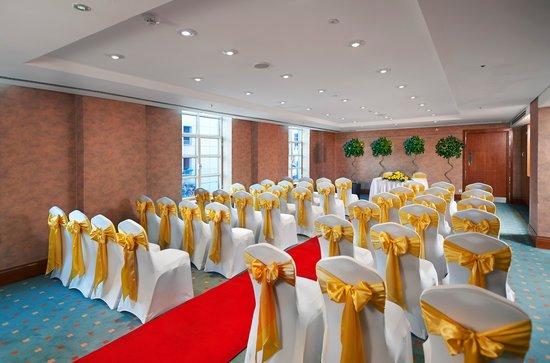 Hilton Cardiff: Wedding Ceremony