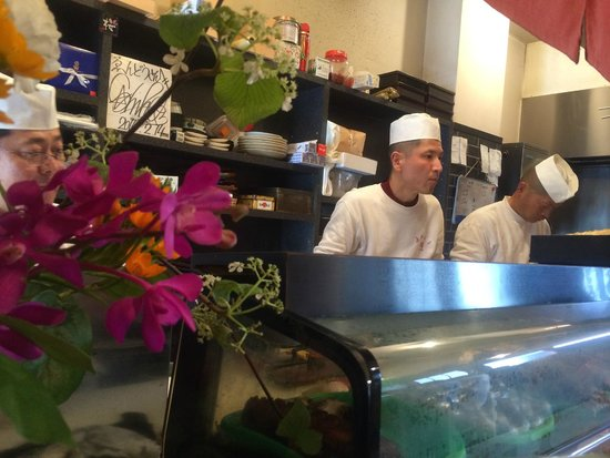 Endo Sushi Kyobashi : Chefs at work