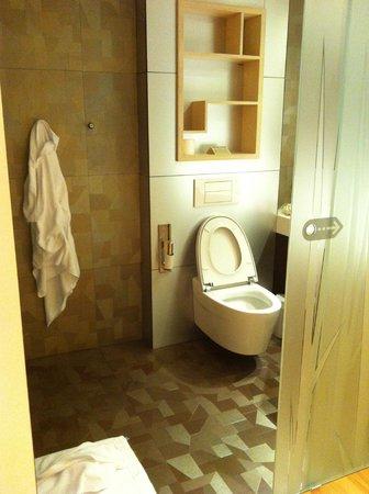 Ako Suite Hotel: bagno