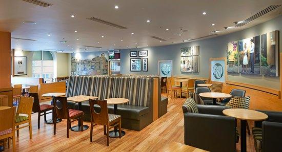 Hilton Cardiff: Costa Coffee