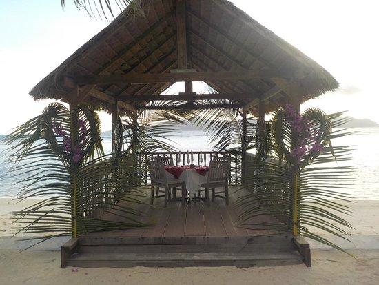 La Digue Island Lodge : table d'amoureux