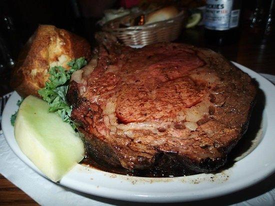 Hideaway Restaurant: Tender and juicy prime rib