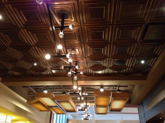 Tysons Corner Marriott: Shutters light fixtures