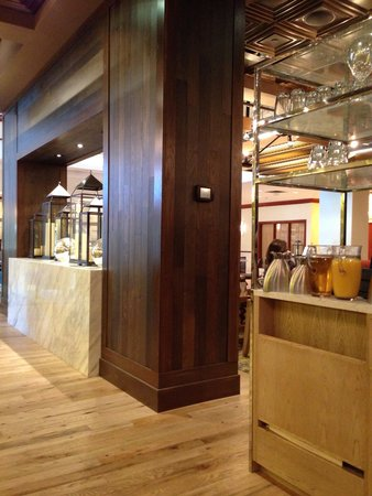 Tysons Corner Marriott: Shutters divider
