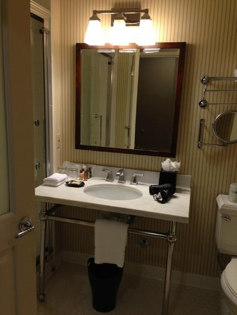 Sheraton JFK Airport Hotel: Clean and Bright