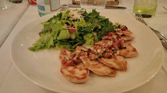 SBG Santo Domingo: Grilled chicken with fresh greens