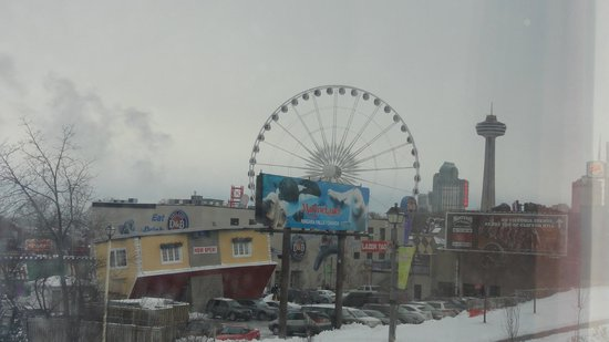 Days Inn - Niagara Falls Clifton Hill Casino : View From Room