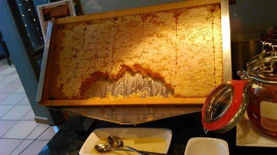 Mövenpick Hotel München-Airport: I enjoyed the breakfast, especially the real honeycomb