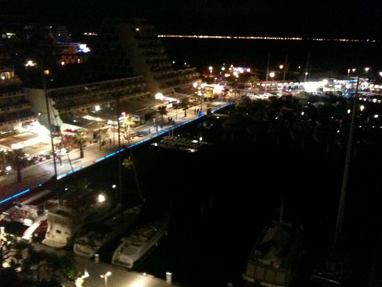 Mercure La Grande Motte Port : la nuit de la terrasse de la chambre