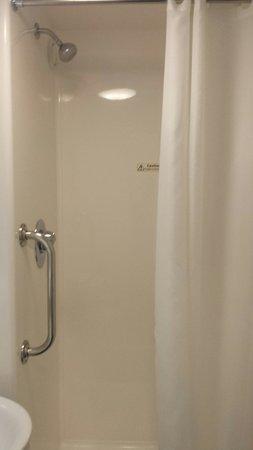 Travelodge Newmarket Road Cambridge: Shower
