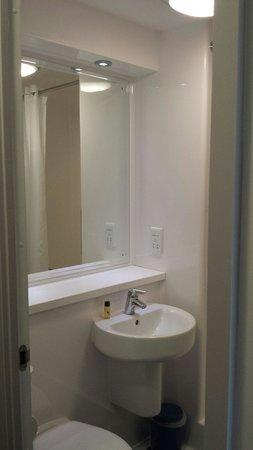 Travelodge Newmarket Road Cambridge: Bathroom