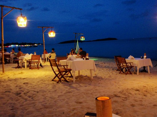 Banana Fan Sea Resort: Dinner on the Beach