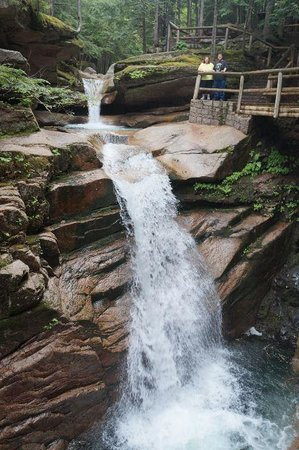 Sabbaday Falls: Boardwalk ot the drop for dramatic views
