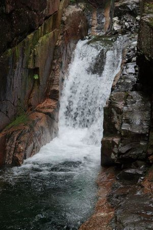 Sabbaday Falls: Hike down on the rocks at the bottom