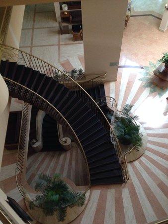 Akka Alinda Hotel : View from 2nd floor down
