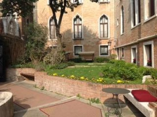 Hotel Pesaro Palace: Garten