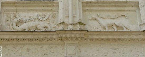 Château d'Azay-le-Rideau : Au Fronton d'une porte...