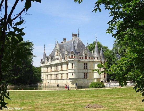 Château d'Azay-le-Rideau : Le château pris du Parc