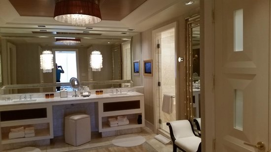 Encore At Wynn  Las Vegas: The bath of a Tower Suite