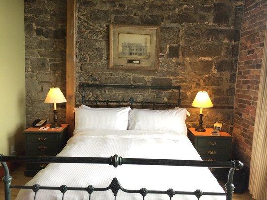 Auberge du Vieux-Port: Queen River view room 301