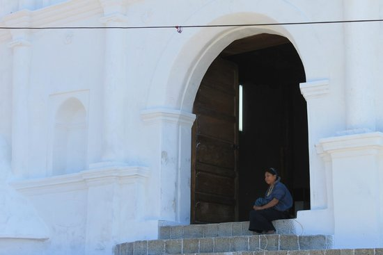 San Antonio Palopo: The entrance to the church