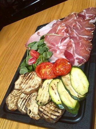 Obica Mozzarella Bar - San Domenico: Tagliere di verdure e salumi