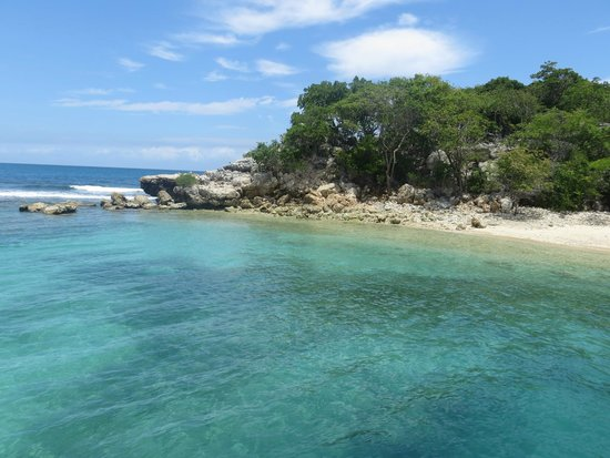 Labadee: Amazing clear waters at docking area