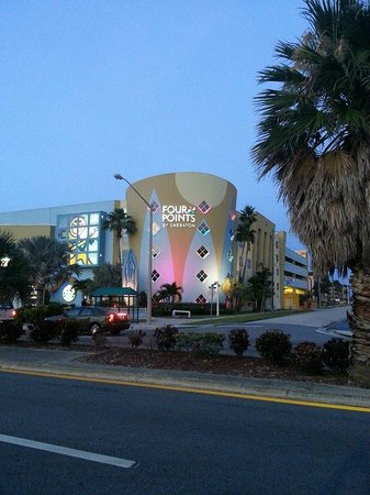Four Points by Sheraton Cocoa Beach: The Hotel at Dusk