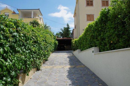 House Bakica: Entrance