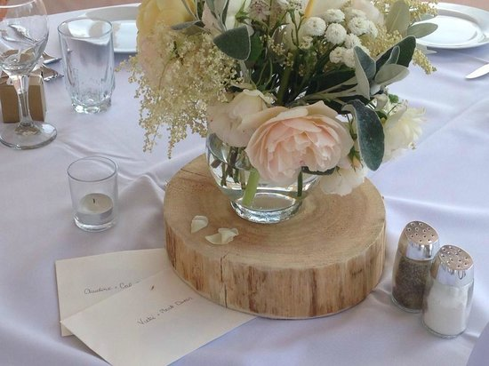 Sea Breeze Lodge: Local flower arrangements by Alina