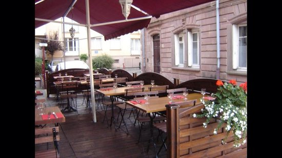 La cigogne : Magnifique terrasse dans un cadre très agréable ! :)