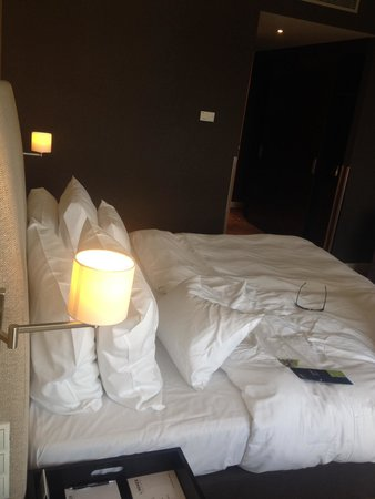 Lindner Hotel & City Lounge Antwerpen: Bett