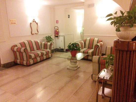Hotel San Giusto : Lounging area on one floor