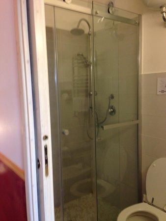 Casa Campo de' Fiori: Shower