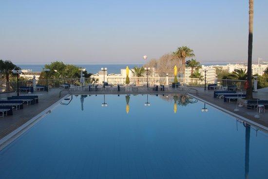 Tofinis Hotel : бассейн