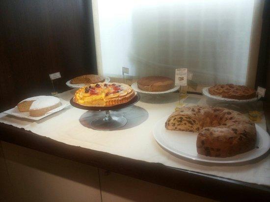 BEST WESTERN Hotel Metropoli: Selezione di torte e ciambelle