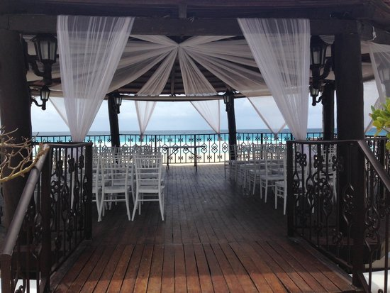 Hyatt Zilara Cancun: Gazebo dressed but not finished for wedding