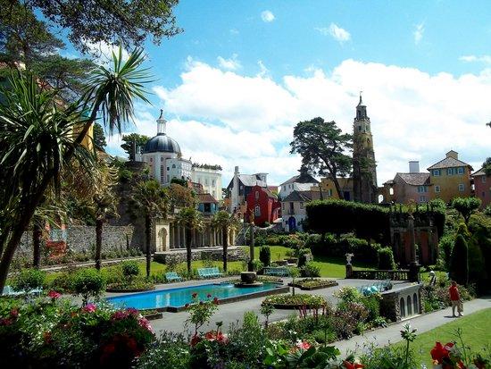 Portmeirion Village: Central garden
