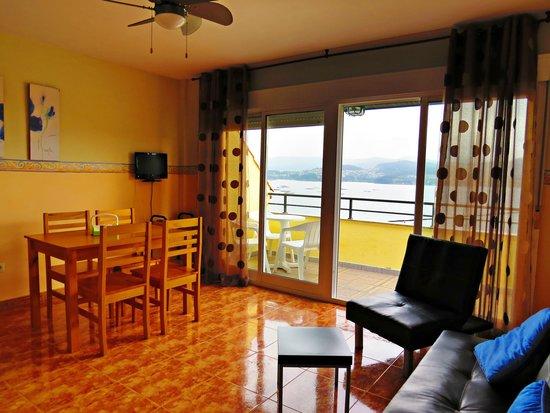 Sala-cocina - Picture of Apartamentos Park Raxo, Raxo - TripAdvisor