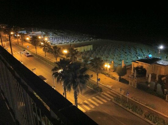 Hotel Sole: Zicht vanaf het dak van het gebouw aan de boulevard!
