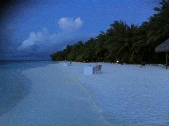 Vilamendhoo Island Resort & Spa : Sunset meal By hotel staff! Too windy while we were there! as Monsoon season! BUt great weather