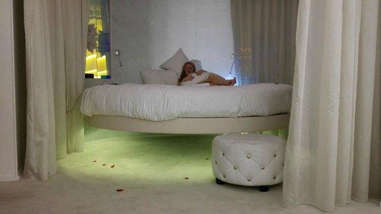 Seven Hotel Paris: Levitation Bed