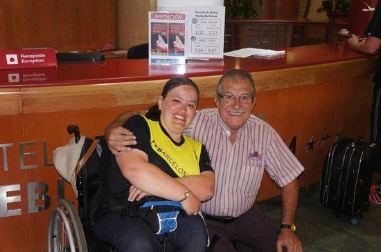 Servigroup Pueblo Benidorm : Reception at the Pueblo.A guest and wonderful staff member